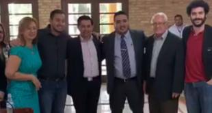 Los concejales suplentes, Felicita Cardozo de Paniagua (segunda de izquierda)  y Hugo Benítez (tercero de derecha, juraron este martes. Foto: Captura de video de Miguel Prieto.