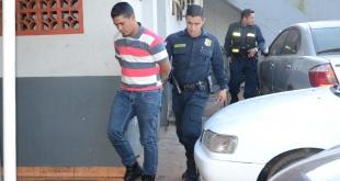 """Carlos González Almirón, alias """"Blanco'i, tras ser detenido en la vía pública."""