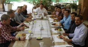 Reunión con el líder del movimiento Honor Colorado, Horacio Cartes, con dirigentes de Itapúa.