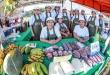 Las mujeres vendieron los frutos de sus trabajos ayer en la Costanera de Asunción.