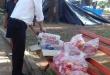 Los alimentos fueron repartidos por los funcionarios, quienes a su vez compartieron un tiempo con los menores en la Plaza Uruguaya.