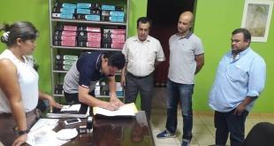La nota fue recibida por el presidente de la junta municipal de la capital del Alto Paraná, Hermino Corvalán. Foto: Facebook Herminio Corvalán.