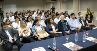 Los miembros de la organización, durante la reunión, ayer.