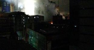 De acuerdo a los datos, el incendio comenzó a las 00:30 de este viernes a raíz de un corto circuito. Foto: Bomberos Ciudad del Este.
