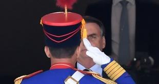 El presidente ultraderechista Jair Bolsonaro, quiere que el Ejército tome control de algunos colegios.