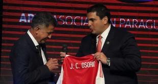 Juan Carlos Osorio y Robert Harrison se reúnen hoy para definir la situación del DT de la Albirroja.