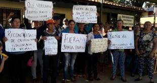 Momentos en que los productores se manifestaban frente  a la sede de la DEAG en San Pedro.