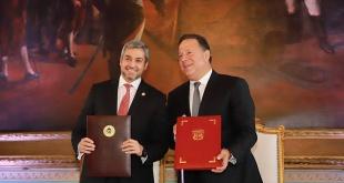 El presidente Mario Abdo Benítez y su homólogo panameño, Juan Carlos Varela Rodríguez, en Asunción.
