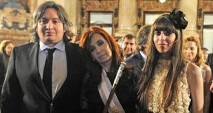 Cristina Fernández con sus hijos, Máximo y Florencia Kirchner.
