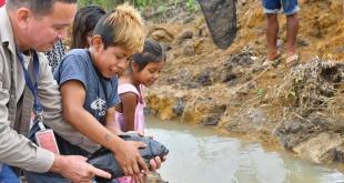 Entrega de peces a los habitantes de la comunidad Acaraymi, ubicada en Hernandarias, departamento Alto Paraná.