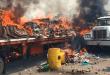 Los manifestantes quienes están a favor del régimen de Nicolás Maduro, quemaron 3 camiones. Foto: La República.