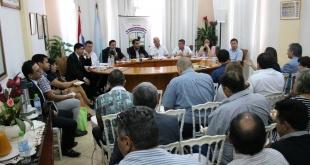 Las autoridades de ambos países, durante la reunión binacional.