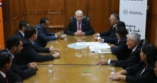 Ayer, durante la reunión entre la comitiva del Puerto Adela y el ministro de Obras Públicas.