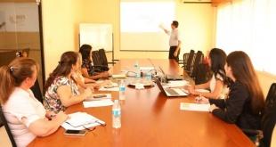 Los técnicos durante una de sus reuniones.