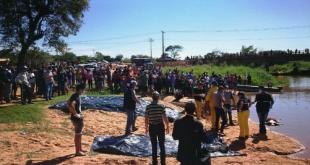 Momento en que retiraron del agua el cadáver de Javier Cabral.