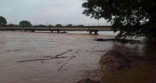 En algunas zonas del Chaco Paraguayo, los pobladores ya deben evacuar y sacar los animales lo antes posible, alertaron.