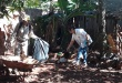 Funcionarios del Senepa durante visita casa por casa en Ciudad del Este.