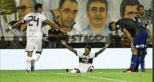 El uruguayo Tabaré Viudez(sentado) puede ser titular en el equipo de Olimpia. Foto: @oscardelgado60.