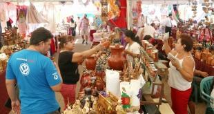 La muestra aglutina a artesanos nacionales, que ofrecen los artículos elaborados por ellos.
