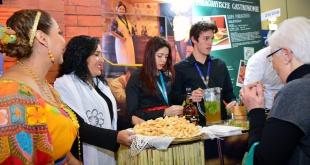 Durante la degustación de la gastronomía paraguaya en la feria de turismo en Berlín.