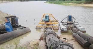 Bombas de agua utilizada para la extracción el vital líquido del rio Tebicuary para el sistema de riego de los cultivos.