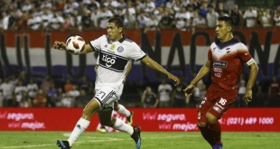 Con este resultado, el Decano se queda con 28 puntos y sigue liderando la tabla de posiciones, en tanto que los académicos suman 9 unidades. Foto: César Olmedo - ADN Paraguayo.