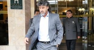 Libertad le pagó y Leonel Álvarez se marchó.