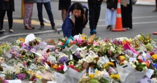 Ofrenda floral junto a la mezquita de Al Noor Masjid en Christchurch, Nueva Zelanda.