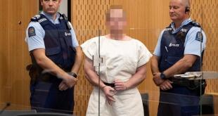 Brenton Tarrant, al pasar por el tribunal que le imputó los asesinatos.