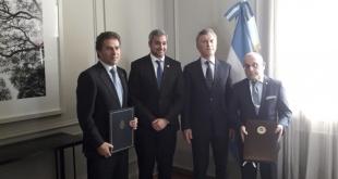 La firma del documento se realizó durante un acto en la residencia presidencial de Olivos, del que participaron los presidentes Mario Abdo Benítez, de Paraguay y Mauricio Macri, de Argentina. Foto: Presidencia.