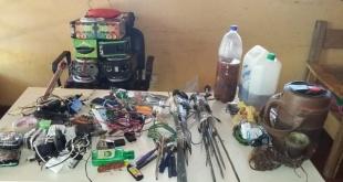 Armas encontradas en las celdas que son ocupadas por los menores infractores.