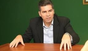 César Paredes, analista financiero.