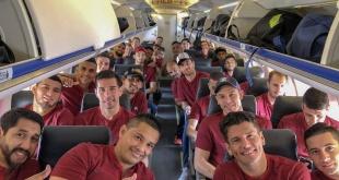El plantel de Cerro Porteño viajó este martes rumbo a Belo Horizonte, Brasil. Foto: @CCP1912oficial.