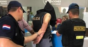 Momento en que las autoridades realizaron los trámites de rigor, para la expulsión del sospechoso.
