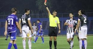 Deportivo Santaní cayó ante Sol de América 1-0. La directiva del conjunto santaniano cuestionó el trabajo arbitral. (Foto APF).