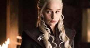 "Emilia Clarke interpreta a Daenerys Targaryen en la serie ""Juego de tronos""."