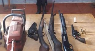 Del poder de los sospechosos incautaron, vehículo, armas y motosierras. Foto: Gentileza.
