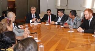 Reunión en el Ministerio del Interior, entre el ministro, el intendente de Ypané y dueños de la propiedad invadida.