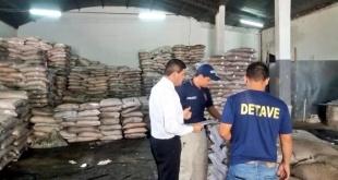 En el procedimiento fueron incautadas 4000 bolsas de 50 kg. de azúcar y 100 bolsas de abono natural aparentemente vencidas y de dudosa procedencia.