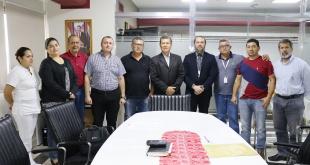 Representantes sindicales junto al gerente Ejecutivo de la Fundación Tesãi.