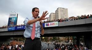 Los venezolanos pidieron a Guaidó que solicite ayuda humanitaria.