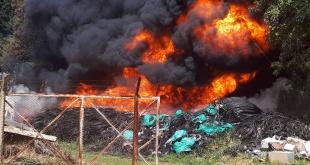 Incendio de gran magnitud en Luque en un depósito de cables de una empresa de telefonía. Foto: 1000 AM