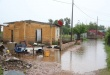 Asistencia de la Secretaría Nacional de Emergencia a familias afectadas por las inundaciones.