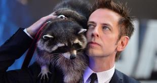 """James Gunn junto a Oreo, el mapache que """"encarnó"""" a Rocket en """"Guardianes de la galaxia""""."""