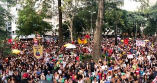 Las manifestantes pertenecen al Movimiento de los Trabajadores Rurales Sin Tierra (MST) y del Movimiento por la Soberanía Popular en la minería (MAM). Foto: @folha.