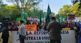 Miles de campesinos, miembros de la FNC, marcharon ayer, como todos los años por las calles de Asunción.