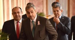 El presidente de la República, Mario Abdo Benítez, ayer tras participar de la entrega de patrulleras y una ambulancia.