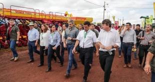 El presidente Mario Abdo Benítez recorre las instalaciones donde se desarrolla la Feria Agropecuaria Innovar.
