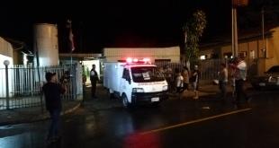 Momento en que el cuerpo de la menor fue llevado a la morgue judicial para que sea sometida a una inspección más rigurosa. Foto: 970 AM.