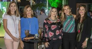 Adriana Romanach, María del Carmen Seppe, Rosaditow de Giménez, María Luz Campos y Gilda Astigarraga.